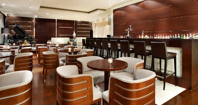Dining and Drinks at Amalfi Lounge Bar